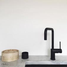 מים ברז שחור